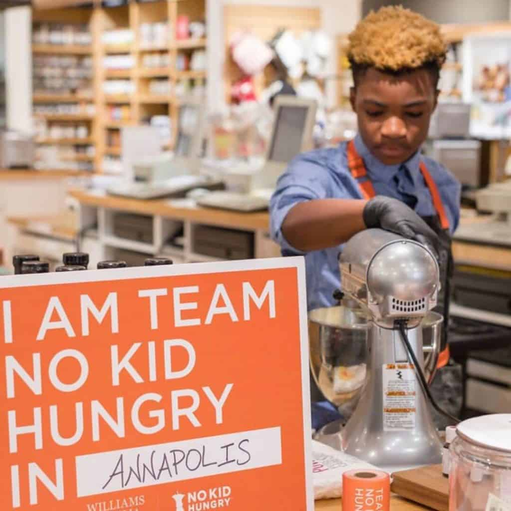 13-year-old-baker enthusiast Michael Platt turned his business model to a good cause by feeding the homeless and the hungry of Washington DC.