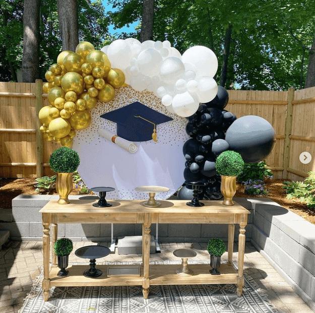Grad decorations in a backyard